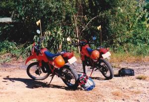 twee gehuurde honda mtx motorfietsen in Kanchanaburi
